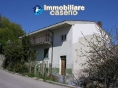 Town house with three indipendent apartments for sale in Abruzzo 1