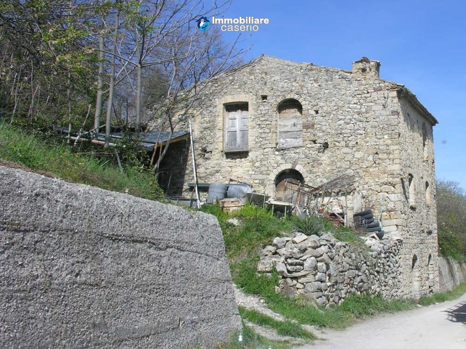 Stone house to be renovated for sale in Tornareccio