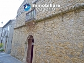 Old stone house with views of the hills for sale in Guilmi, Chieti 2