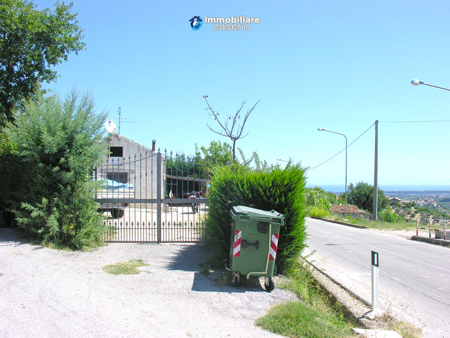 Habitable countryhouse for sale in Pollutri