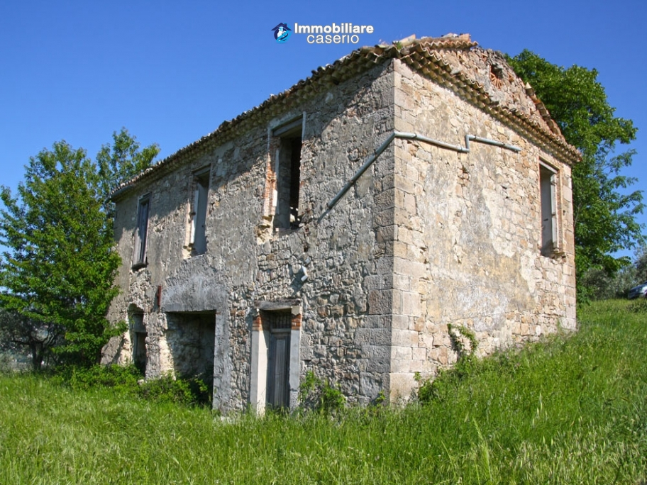 Countryhouse with 2000sqm of land in Trivento, Molise