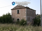 Countryhouse with 3 hectares of land in Salcito, Molise! 1