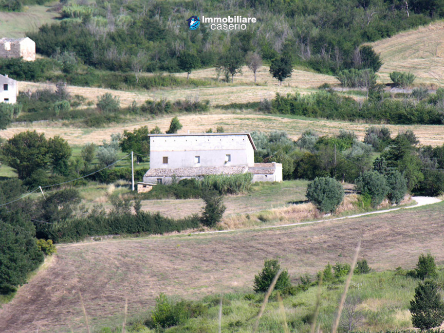 Big Country house with land for sale in Atessa, Abruzzo