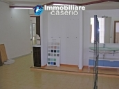 Commercial unit on three levels in Monteodorisio 11