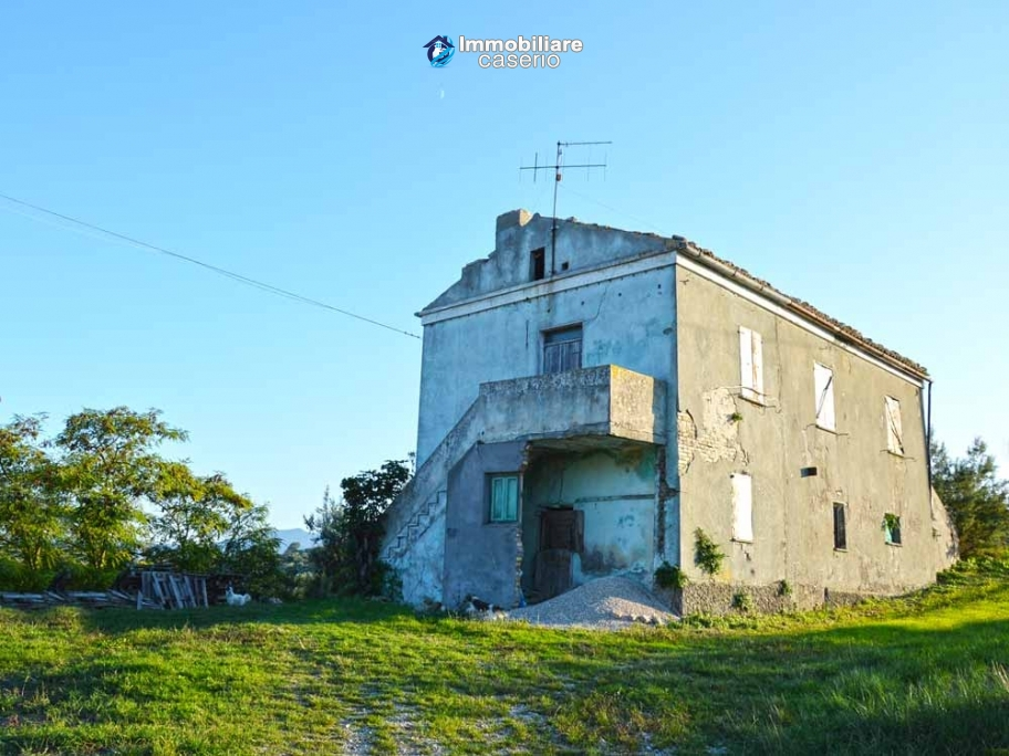 Two storey country house for sale in Atessa, Chieti, Abruzzo