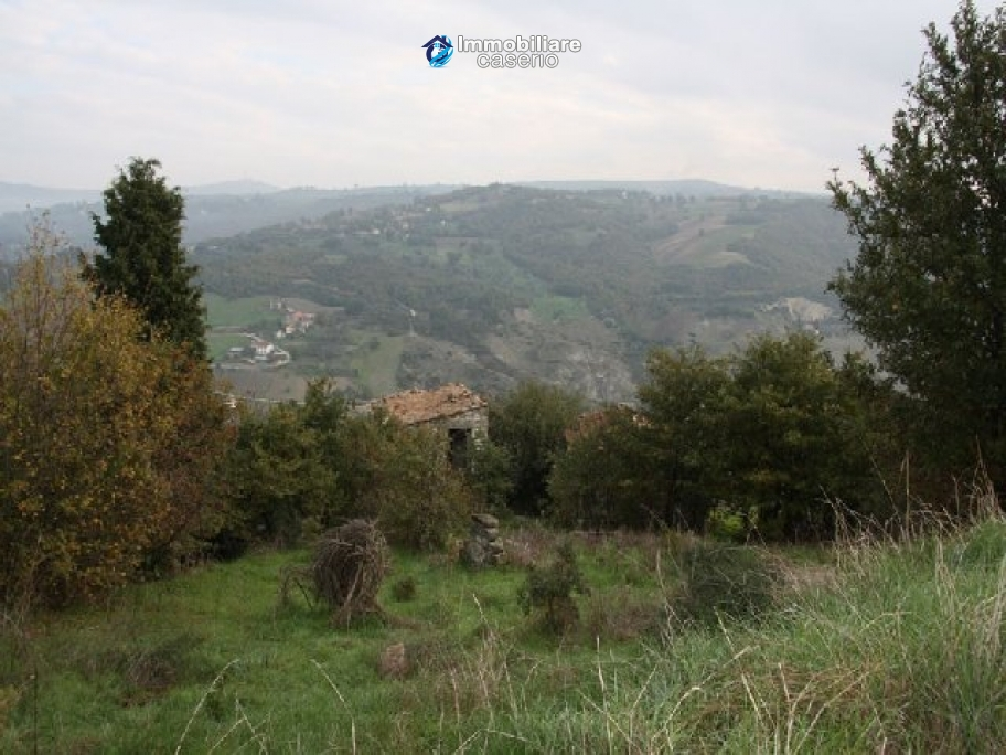 Ruins with 3 hectares of land in Trivento, Molise