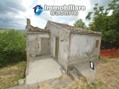 Cottage rustic stone house with land for sale in Gissi, Abruzzo, Italy 2