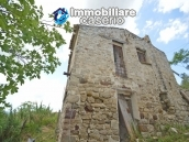 Cottage rustic stone house with land for sale in Gissi, Abruzzo, Italy 6