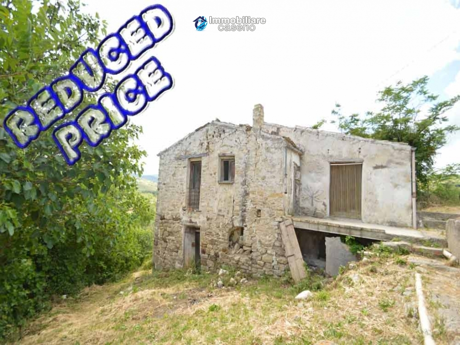 Cottage rustic stone house with land for sale in Gissi, Abruzzo, Italy