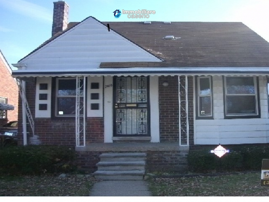 Detached house with garage and basement room in patton for Due bay garage